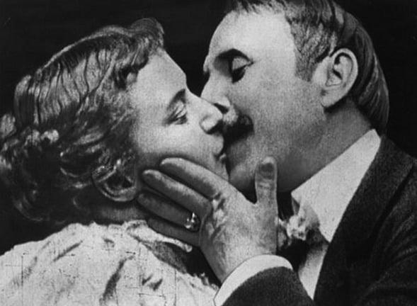 Este foi o primeiro beijo do cinema, em 1896, no filme The Kiss