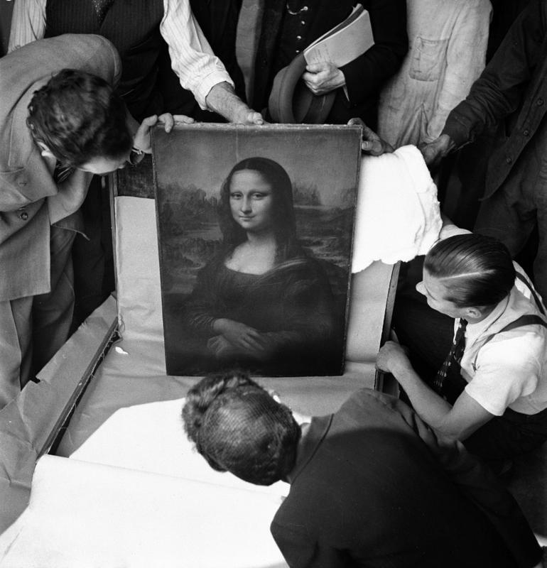 """A """"Mona Lisa"""" retornando ao museu do Louvre, após a Segunda Guerra, Paris 1945"""