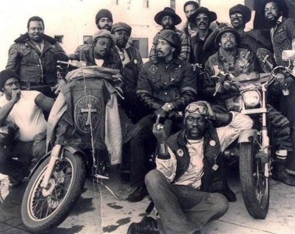 Primeiro grupo de motociclistas formado apenas por negros, em 1959, na Califórnia. Chamava-se Black Bikers