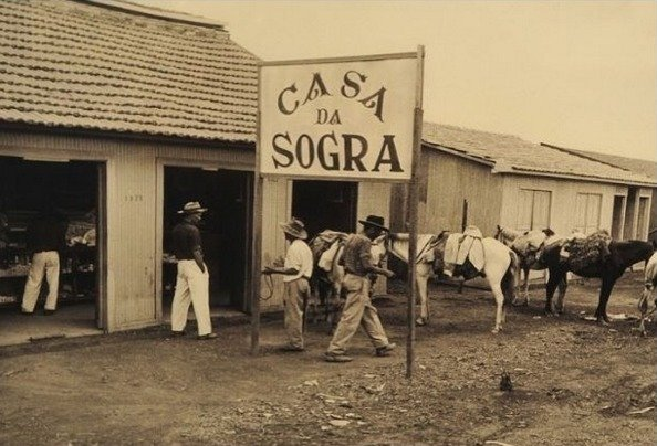 A Casa da Sogra era uma hospedaria e mercearia que funcionou na década de 50 durante a construção de Brasília