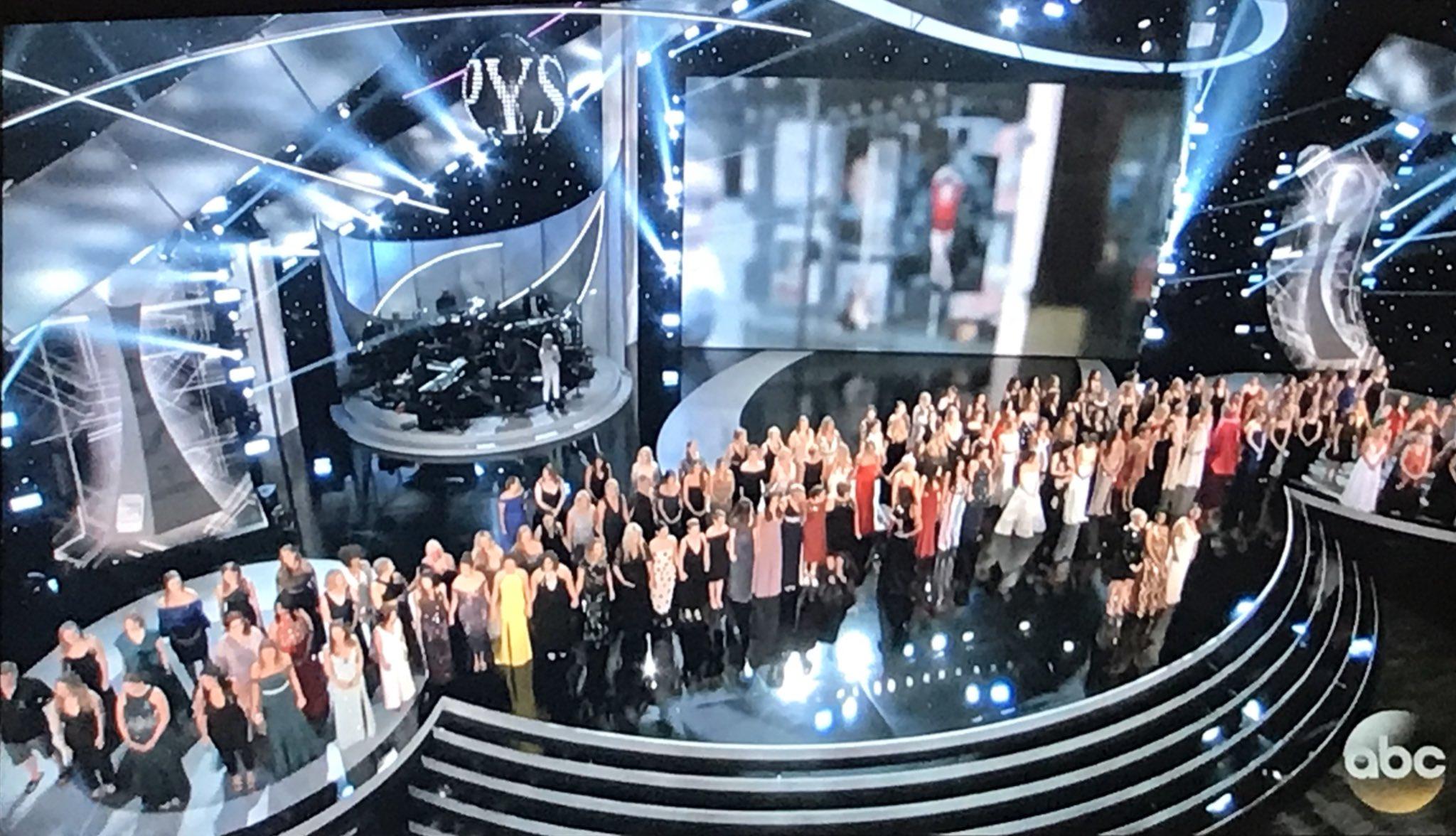 Todas as vítimas de abusos do médico Larry Nassar no palco de um programa norte-americano