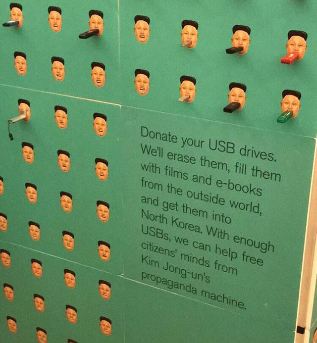Uma das ideias para tornar a Coreia livre da máquina de propaganda de Kim Jong-un. Grupos como a Human Rights Foundation e a No Chain recebem doações de pendrives, recheiam com conteúdo e mandam para a Coreia do Norte de várias formas
