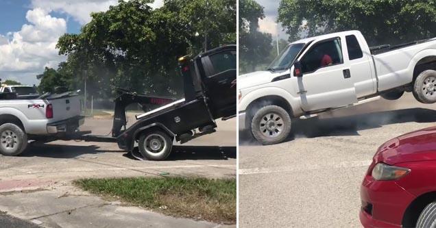 Tem Na Web - Dono de caminhonete luta contra guincho para livrar-se de reboque