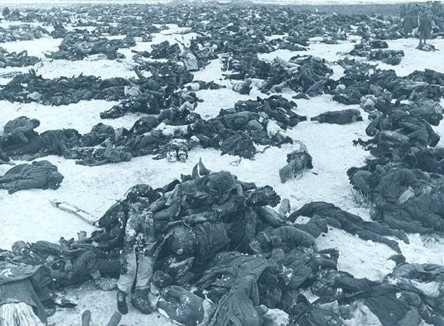 Esta é a imagem dos corpos de soldados alemães após a batalha de Stalingrado, em 1943