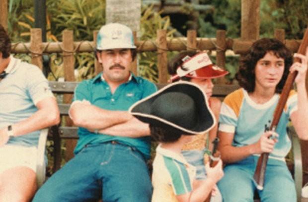 Pablo Escobar e sua família na Disney, em 1981