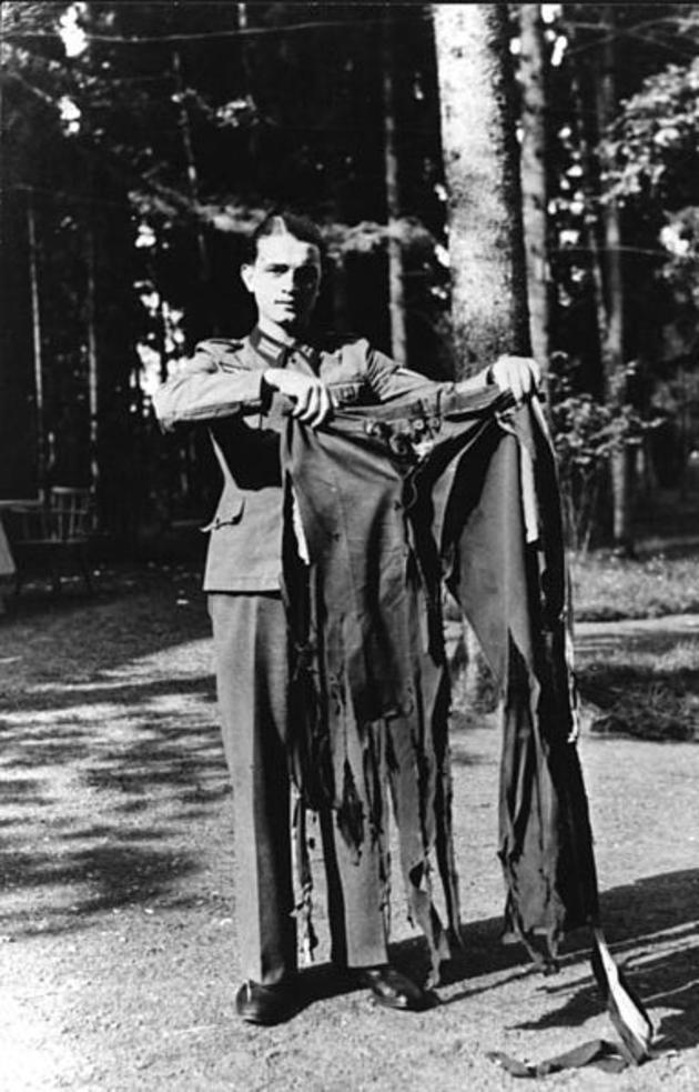 As calças de Adolf Hitler depois de uma fracassada tentativa de assassinato, em 1944