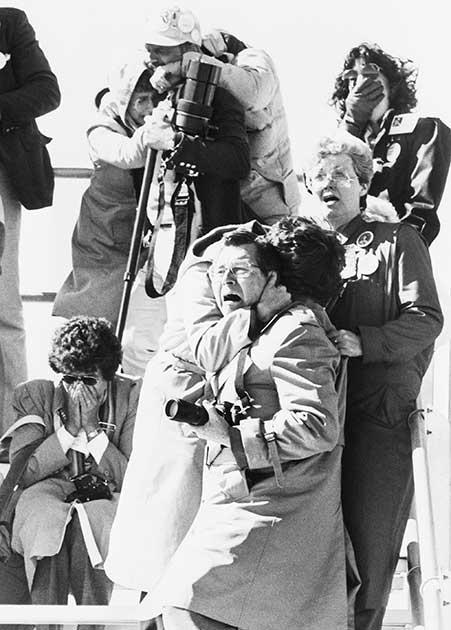 Em 28 de janeiro de 1986, a Challenger se desfez após a decolagem, matando todos os sete tripulantes. Testemunhas no chão reagiram assim à cena