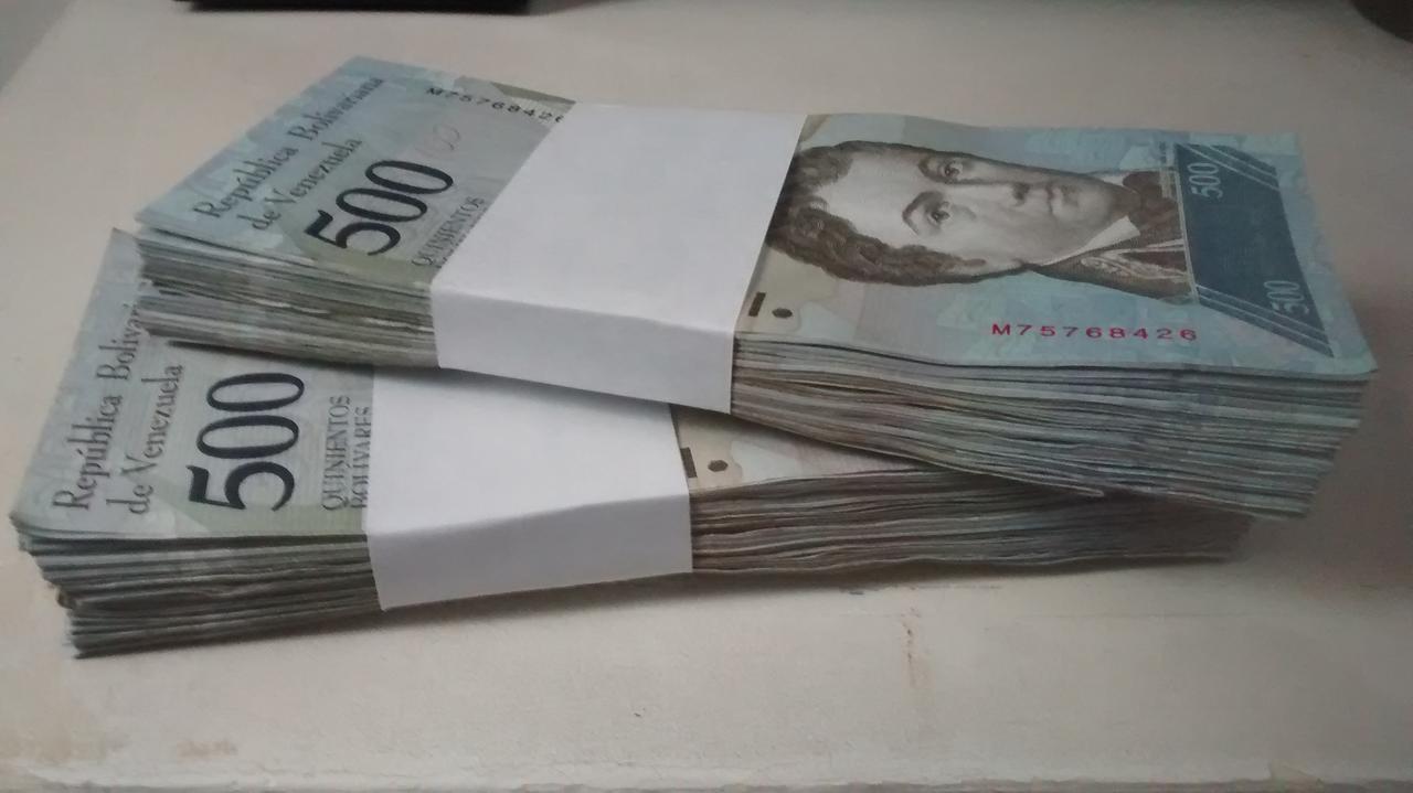 Este é o dinheiro equivalente a 80 centavos de dólar em moeda venezuelana