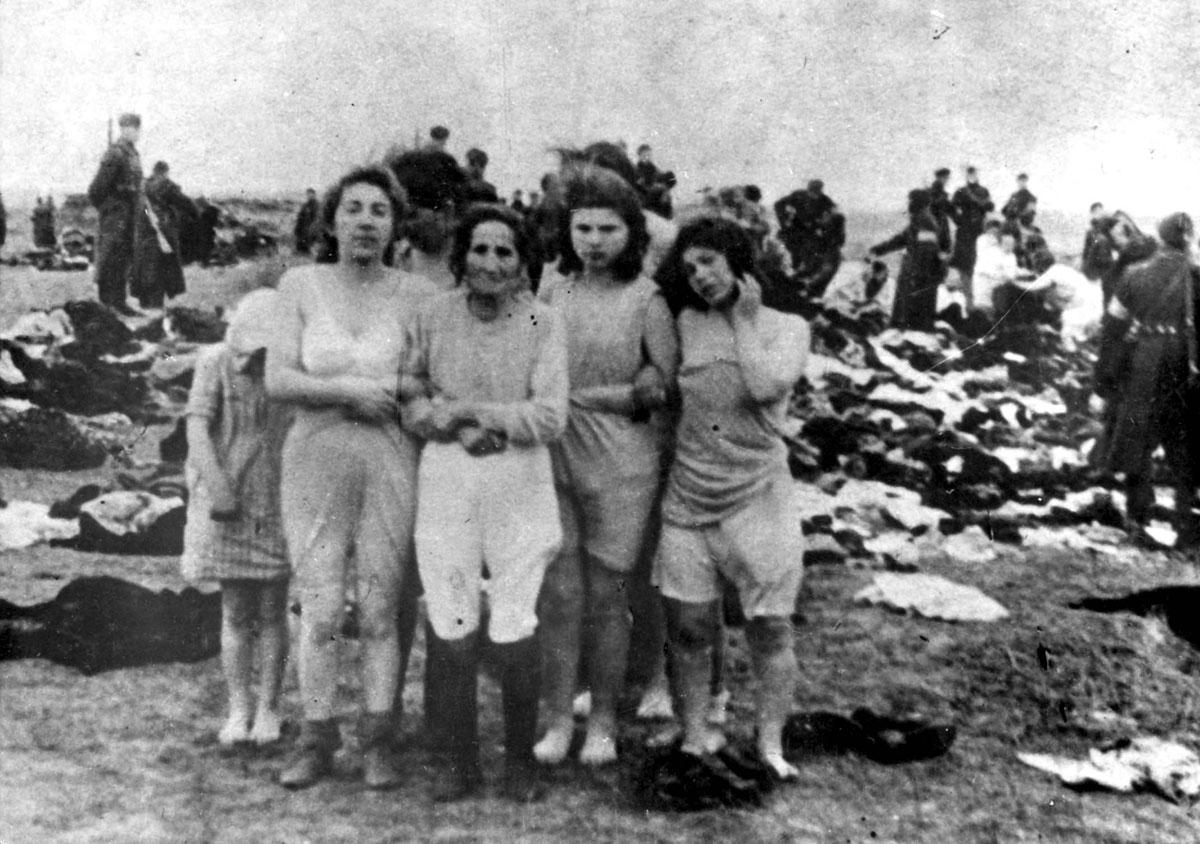 Mulheres judias antes de sua execução em Skede, Letônia, 15 e 17 de dezembro de 1941