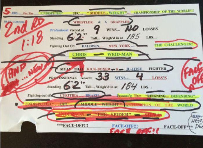 Anotações de Bruce Buffer no cartão do UFC