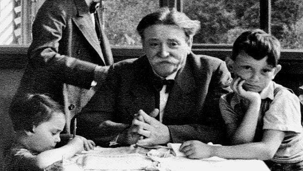 Eduard Bloch, o médico judeu da família Hitler, que tratou de sua mulher antes de morrer, em 1907. Hitler concedeu-lhe sua