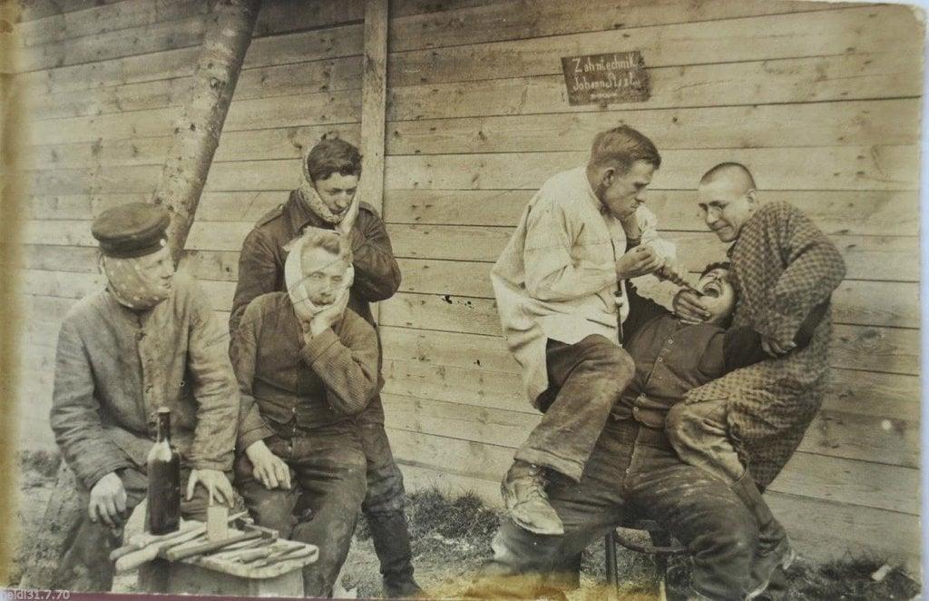 Dentista do exército alemão, por volta de 1917