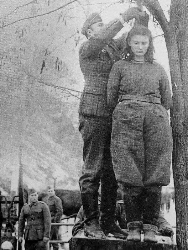 Em 8 de fevereiro de 1943, os nazistas enforcaram Radić, membro dos Partisans iugoslavos durante a Segunda Guerra Mundial. Quando lhe perguntaram os nomes dos seus companheiros, ela respondeu: