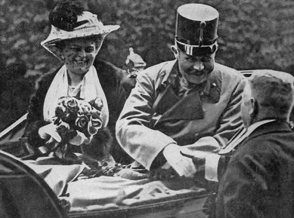 Em 8 de fevereiro de 1943, os nazistas enforcaram Radić, membro dos Partisans iugoslavos durante a Segunda Guerra Arquiduque Franz Ferdinand e sua esposa horas antes de seu assassinato, que iniciou a Primeira Guerra Mundial, em 28 de junho de 1914