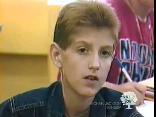 Em 1984, Ryan White contraiu AIDS através de uma transfusão de sangue. Ele foi proibido de frequentar a escola por força de uma petição assinada por 117 pais. Um jornal que resolveu apoiá-lo recebeu ameaças anônimas e sua família foi obrigada a deixar a cidade quando alguém atirou contra a janela de sua casa