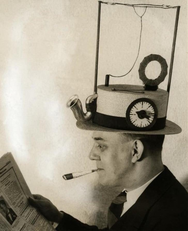 Numa época em que não havia telefone celular e fones de ouvido, era assim que os inventores em 1931 imaginavam que deveriam ser os rádios portáteis