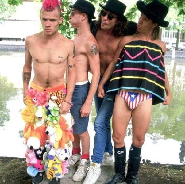 Red Hot Chili Peppers reunida para um show em 1989