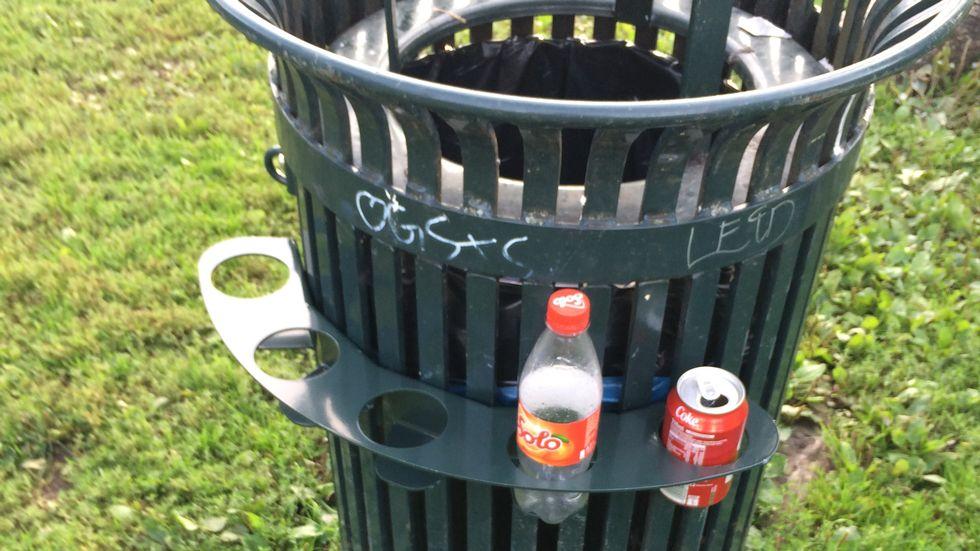 Na Noruega, latas de lixo têm suportes ao seu redor para que as pessoas coloquem garrafas e latas. Assim, os recicladores não precisam revirar o lixo para coletá-las