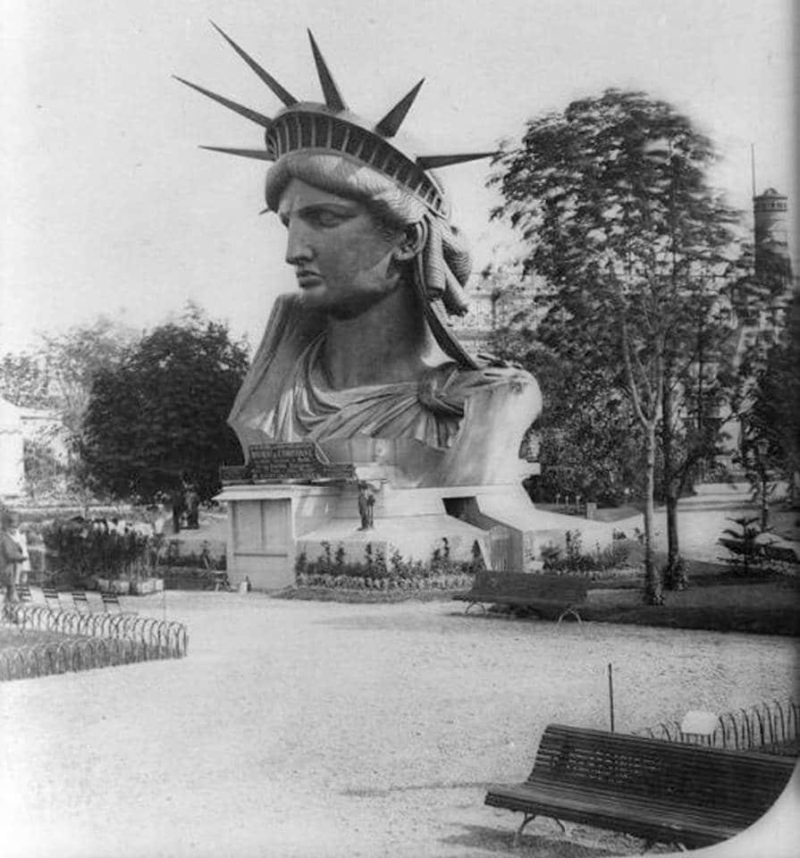 Cabeça da Estátua da Liberdade exibida durante feira mundial de Paris de 1878