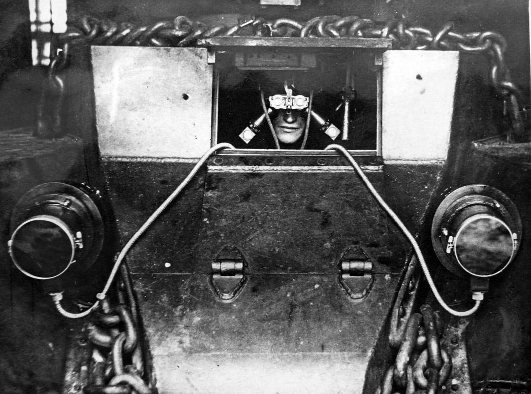 Óculos experimental de visão noturna infravermelha para motorista de tanque, 1939