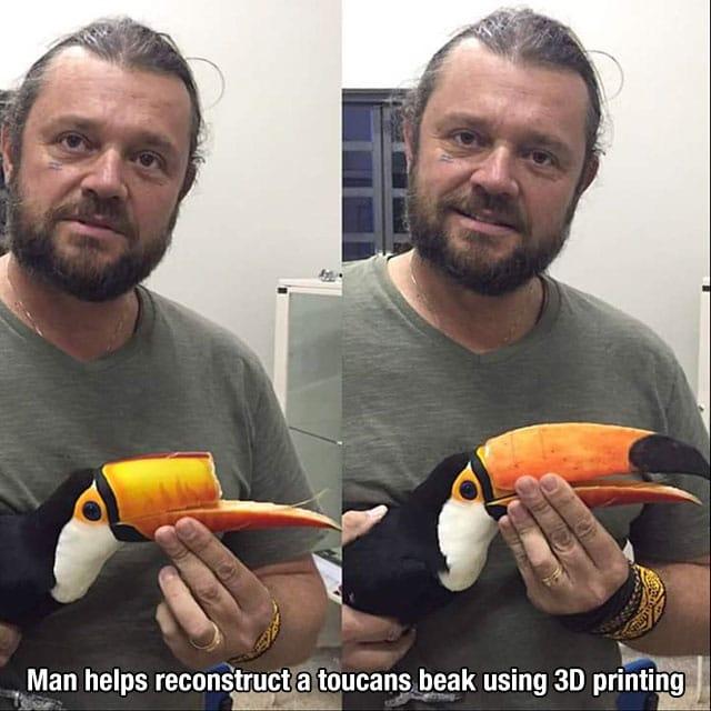 Richard Rasmussen mostrando como ficou o bico de um tucano após implante construído numa impressora 3D