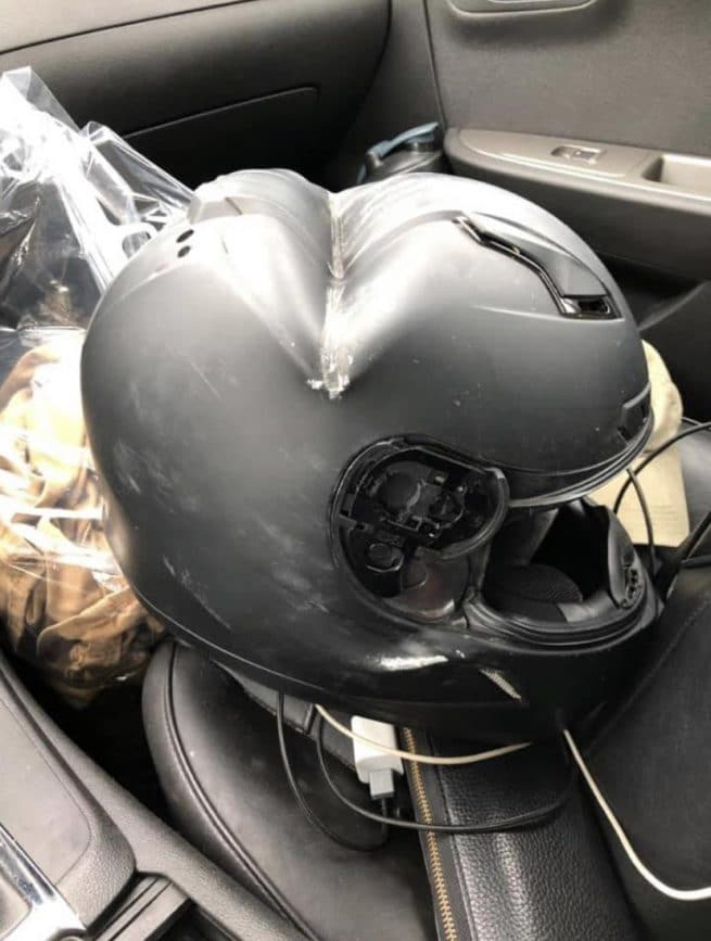 O cara que usava esse capacete sobreviveu a um acidente de moto. Ele passou 20 dias na UTI após quebrar o pescoço e vários outros ossos. Entretanto, não corre risco de morte, graças à proteção oferecida pelo acessório