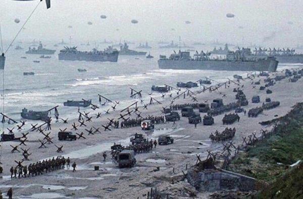A cena da chegada a Normandia, em O Resgate do Soldado Ryan, custou US$ 12 milhões, empregou mais de 1500 pessoas extra e foi classificada como