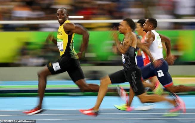 Usain Bolt, da Jamaica, sorri enquanto cruza a linha de chegada nas Olimpíadas do Rio, em 2016