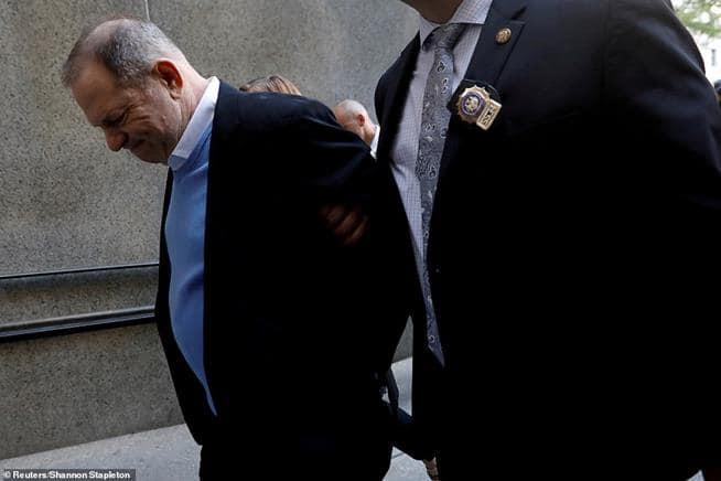 Produtor Harvey Weinstein chega ao Tribunal Penal de Manhattan, em Nova Iorque, em 25 de maio de 2018. O magnata de 67 anos tem várias acusações de estupro, ato sexual criminoso e agressões