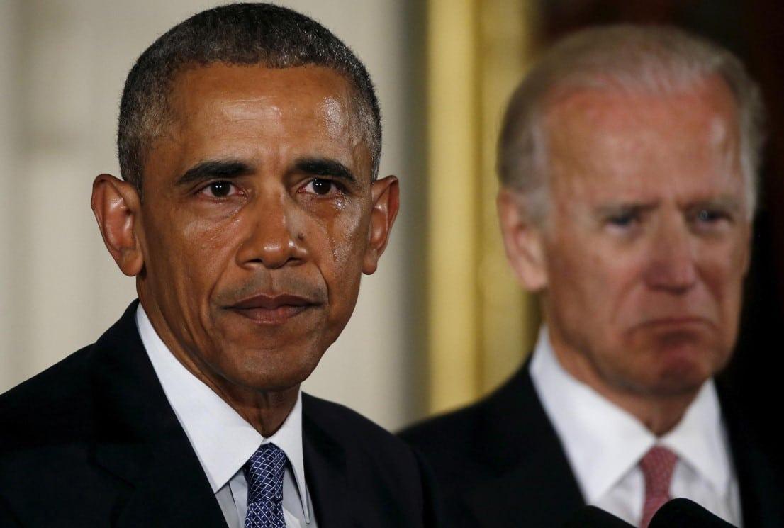 Visivelmente emocionado, o então presidente Obama faz um discurso no qual apela para a redução da violência, 5 de janeiro de 2016