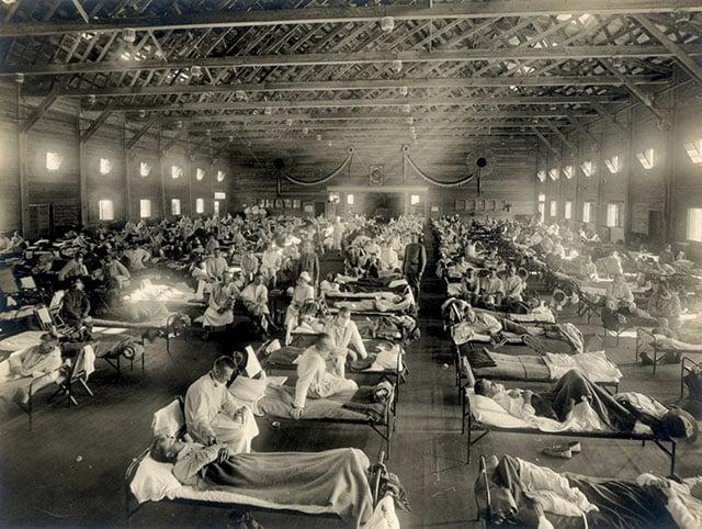 De janeiro de 1918 a dezembro de 1920, um surto mortal de influenza infectou 500 milhões de pessoas em todo mundo. Estimativas sugerem que 50 a 100 milhões de pessoas morreram com o vírus, ou seja, até 5% da população do planeta. Matou mais gente do que qualquer outra doença na história, mais até do que o número total de mortes na Primeira Guerra Mundial