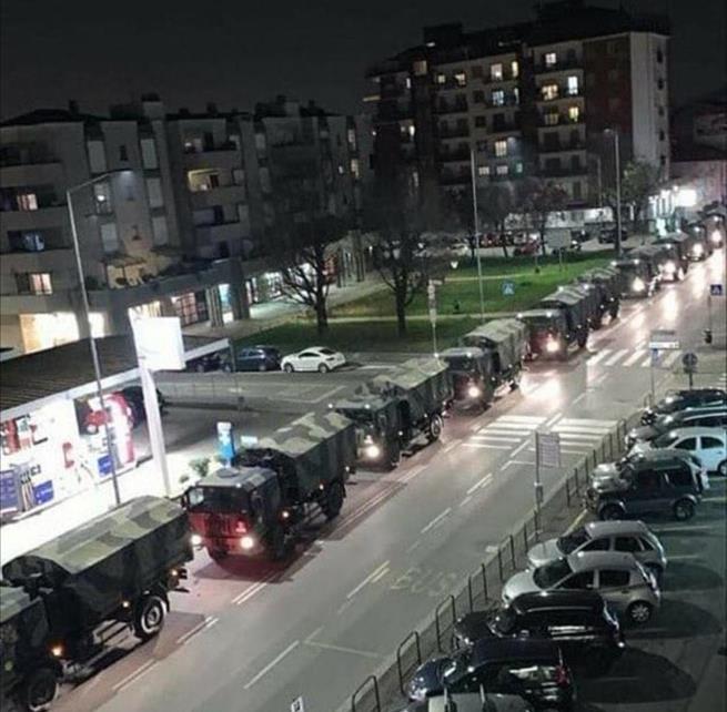 Frota italiana de mortos: caminhões militares transportam dezenas de caixões de vítimas de coronavírus para serem cremados