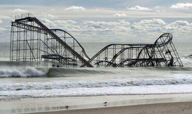 Restos de uma montanha-russa após passagem do furacão Sandy, em Nova Jersey, em 1 de novembro de 2012