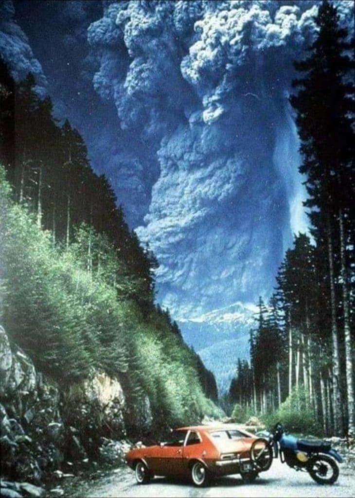 Há cerca de 40 anos, o vulcão Monte St Helens, em Washington, entrou em erupção. Esta foto foi tirada por Richard Lasher. Ele resolveu dar uma olhada na montanha mais uma vez antes de ir embora. Enquanto dirigia, o vulcão explodiu