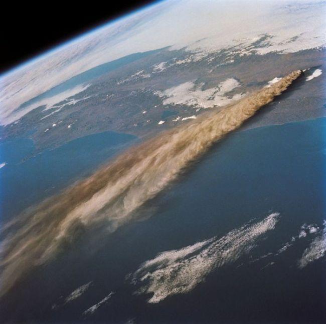 Erupção do vulcão Raikoke, Russia, vista do espaço