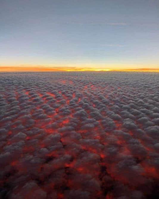 Nuvens altocumulus a 30 mil pés