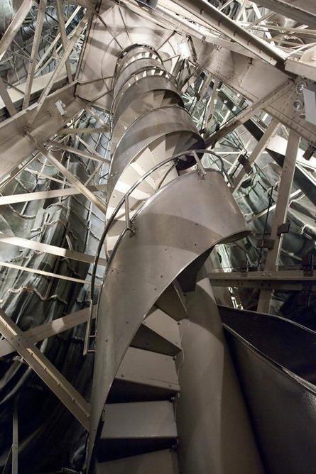 O interior da Estátua da Liberdade é uma simples escada em espiral