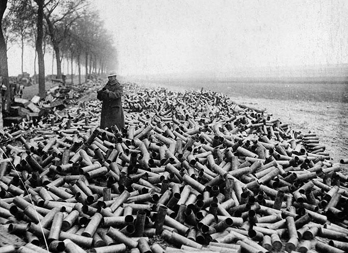Os projéteis de um bombardeio aliado que foram disparados em um único dia nas linhas alemãs, 1916