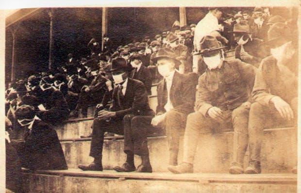 Em 1918, a Georgia Tech sediou um jogo de futebol durante a pandemia de gripe espanhola