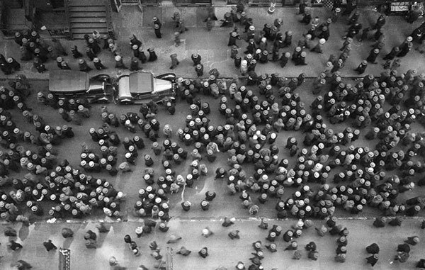 Visão aérea de Nova Iorque motrando que naquela época (1939) todos usavam chapéus