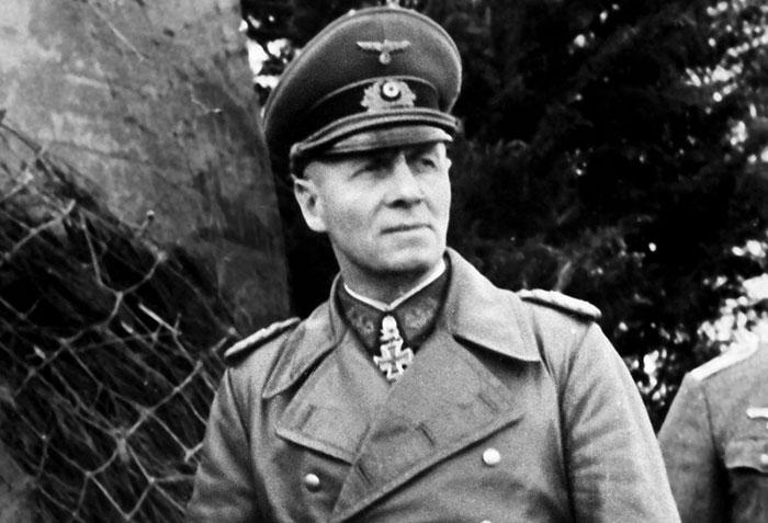 O general alemão Erwin Rommel ganhou respeito mútuo com os Aliados da Segunda Guerra Mundial por sua genialidade e táticas humanas. Ele se recusou a matar prisioneiros judeus, pagou prisioneiros de guerra por seu trabalho, puniu tropas por matar civis, lutou ao lado de suas tropas e até planejou tirar Hitler do poder