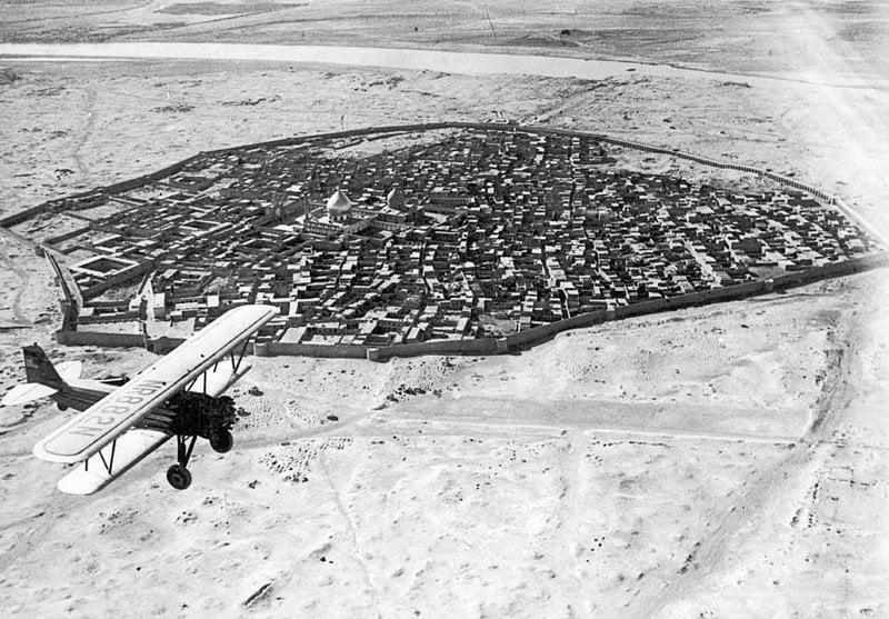 Avião sobrevoando Bagdá, Iraque, início do século 20
