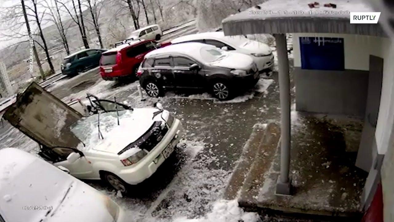 Laje caindo sobre carro