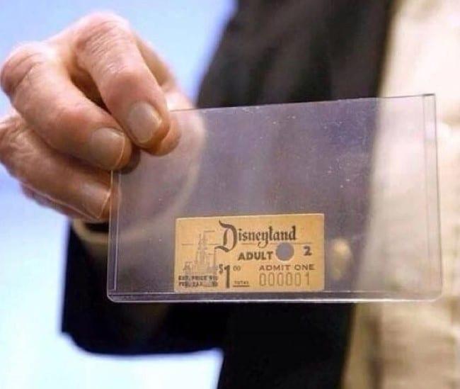 Primeiro ingresso vendido para a Disneylândia, em 1955