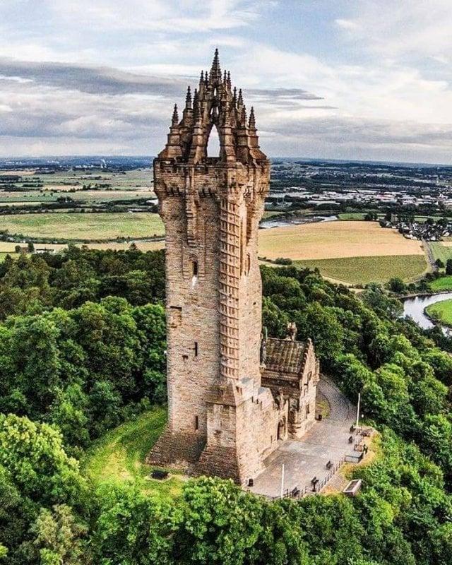 The National Wallace Monumento, Escócia, uma torre de pé sobre o ombro da abadia Craig, uma colina com vista para Stirling