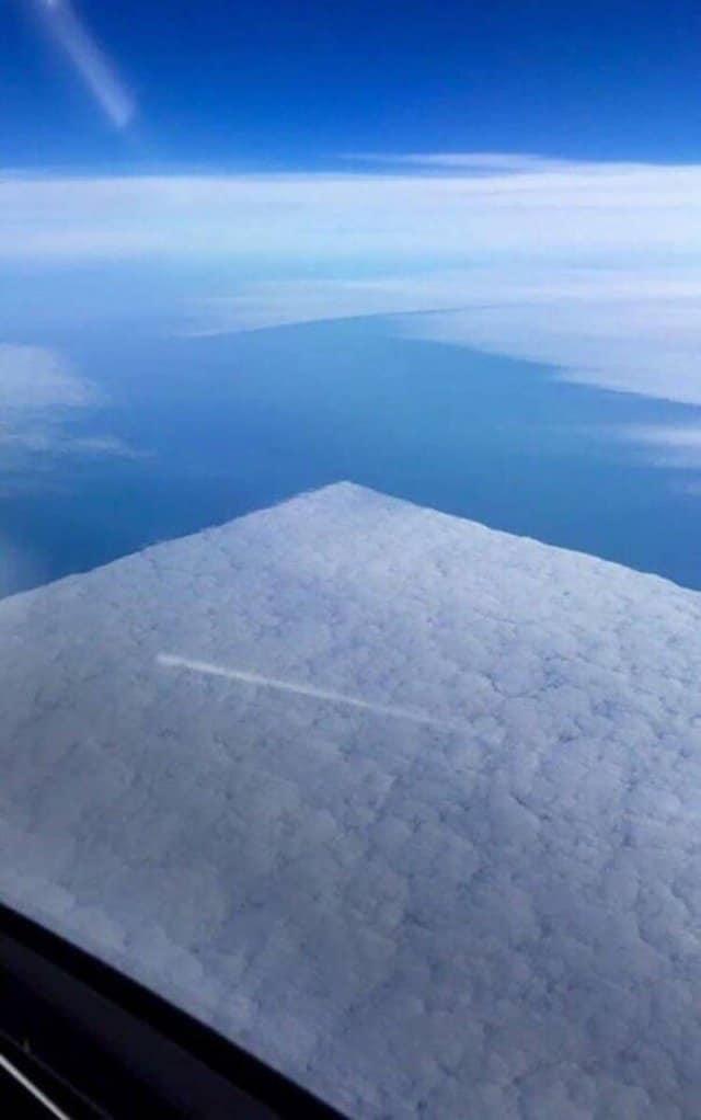 Nuvem produzindo um efeito de ângulo reto