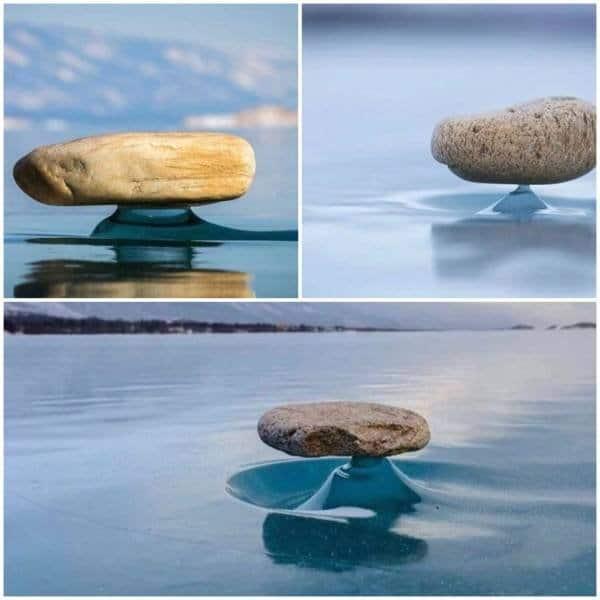 Fenômeno raro chamado de Baikal Zen, onde rochas na superfície de lagos congelados são aquecidas pela luz solar, que emite raios infravermelhos, derretendo o gelo abaixo. Quando o sol se põe, o gelo congela novamente, criando essas incríveis esculturas congeladas