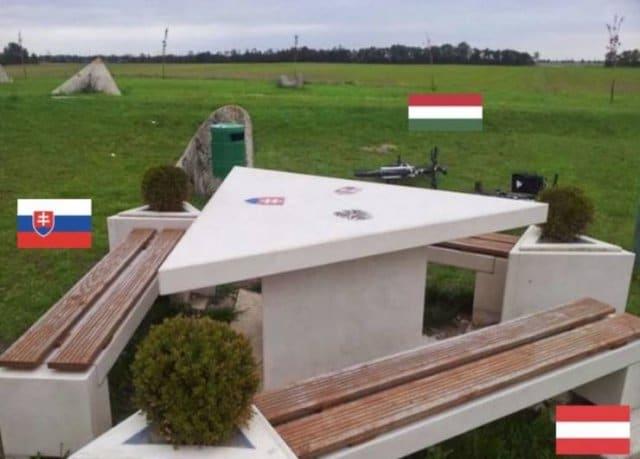 Esta mesa marca o triplo ponto que une Hungria, Áustria e Eslováquia