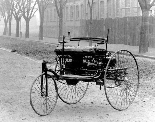 Benz Patent Motorwagen - o primeiro automóvel do mundo. Benz o apresentou oficialmente ao público em 3 de julho de 1886