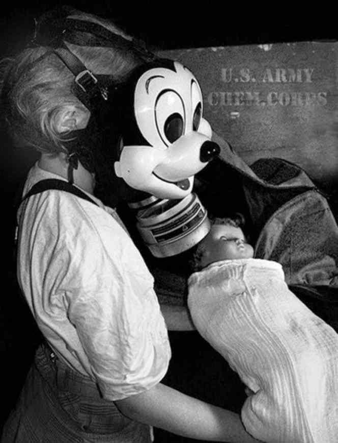 Após Pearl Harbor, governo americano encomendou máscaras de gás com tema do Mickey Mouse com o intuito de tranquilizar as crianças